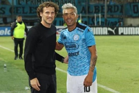Forlán y Luján luego de que el volante argentino le pidiera una foto. Foto: Instagram / nahuel.lujan11