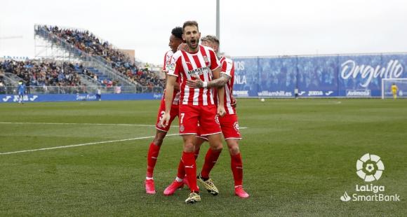 Cristhian Stuani celebra el golazo que le dio otros tres puntos a Girona