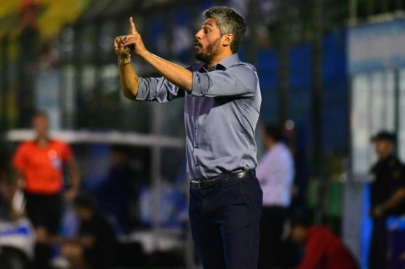 Gustavo Munúa en el duelo entre Nacional y Liverpool. Foto: Leonardo Mainé.