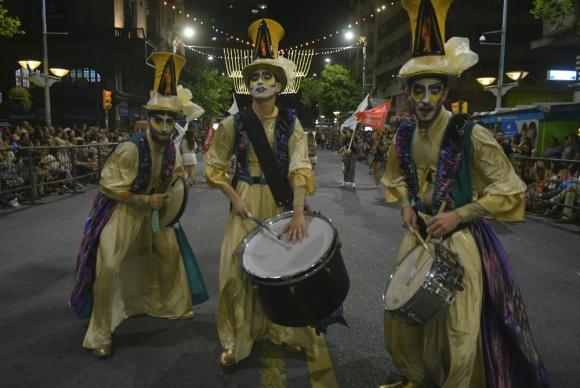 La murga La Trasnochada en el desfile de carnaval 2020. Foto: Marcelo Bonjour