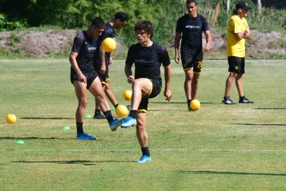 Kevin Lewis, uno  de los juveniles ascendidos este año al plantel principal de Peñarol. Foto: Francisco Flores.