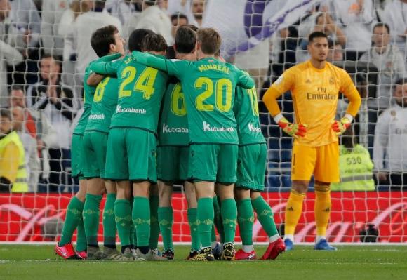 Real Sociedad festeja el primer tanto convertido en el Santiago Bernabéu. Foto: Reuters.