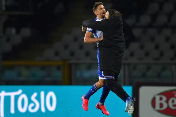 Gastón Ramírez celebra uno de los goles que anotó en el Torino-Sampdoria.