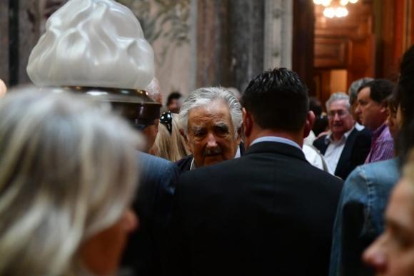 José Mujica en el velatorio de Carlos Julio Pereyra. Foto: Francisco Flores.