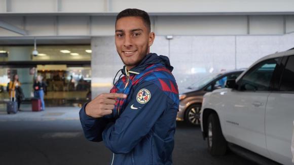Sebastián Cáceres tras su arribo a México para sumarse al América.