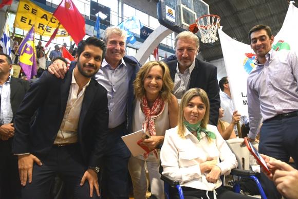 Laura Raffo junto a sus suplentes a la Intendencia de Montevideo, Andrés Ojeda, José Luis Alonso, Gerardo Sotelo y Romina Fasulo. Foto: Darwin Borrelli