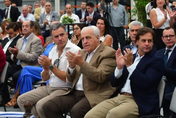 Yamandú Orsi, Víctor Rossi y Luis Lacalle Pou. Foto: Francisco Flores.