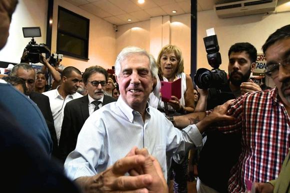 Tabaré Vázquez en el reconocimiento que le realizó un reconocimiento. Foto: Darwin Borrelli.
