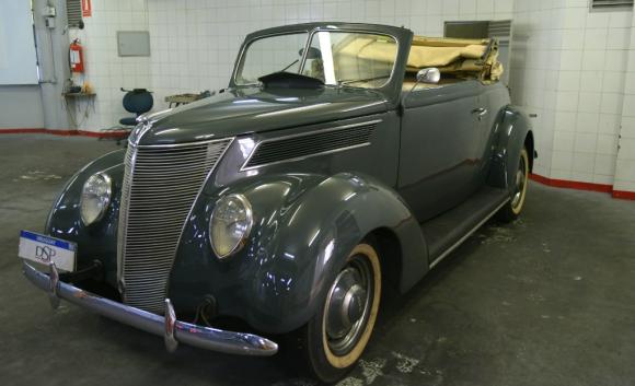 El auto de Luis Alberto de Herrera quedó pronto para la asunción de Lacalle Pou. Foto: Marcelo Bonjour