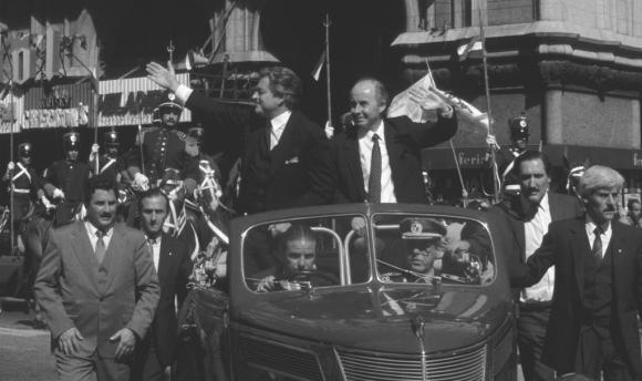 Luis Alberto Lacalle y Gonzalo Aguirre en 1990 en el vehículo familiar. Foto: Archivo El País