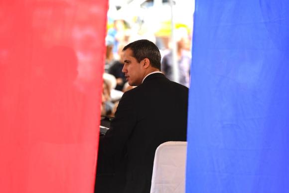 Guaidó atribuyó a pujas en el chavismo el arresto de un tío que regresó con él a Caracas. Foto: AFP