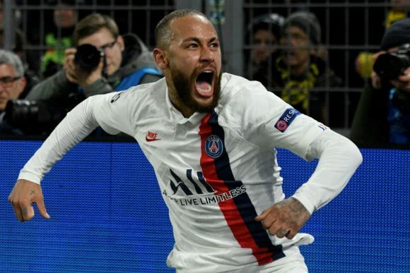 Neymar celebrando su gol en Dortmund
