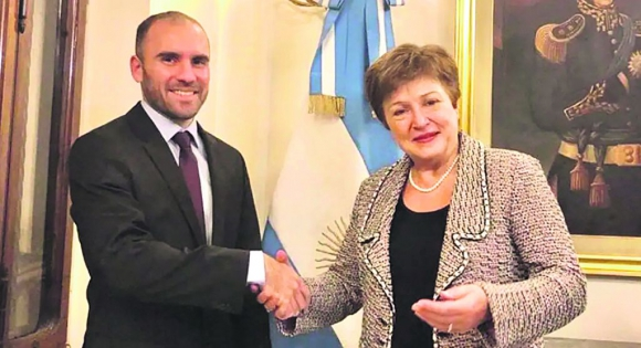 El ministro argentino de Economía, Martín Guzmán, con la directora gerente del FMI, Kristalina Georgieva.
