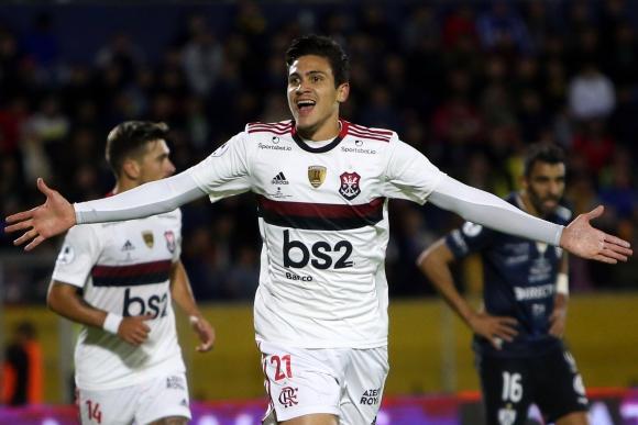 Pedro celebra uno de los goles de Flamengo en Ecuador. Foto: AFP.