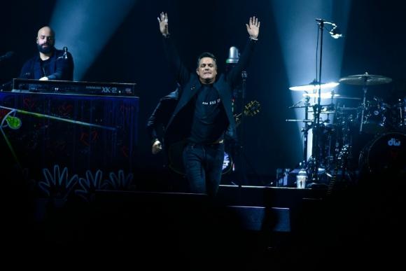 Alejandro Sanz en el Antel Arena. Foto: Fernando Ponzetto.