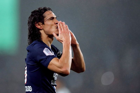 Edinson Cavani celebra el gol 200 con el Paris Saint Germain ante Bordeaux. Foto: Reuters.
