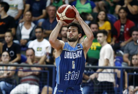 Bruno Fitipaldo en el partido de Uruguay