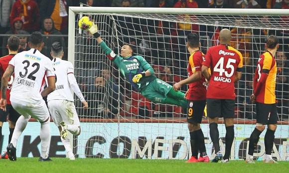 La atajada de Fernando Muslera en Galatasaray contra Gençlerbirliği en Turquía