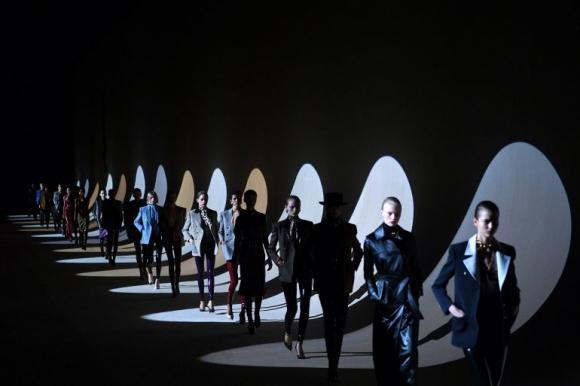 Desfile de Yves Saint Laurent Foto: AFP
