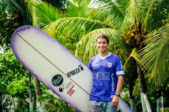 Julián Schweizer con la camiseta de Defensor Sporting.