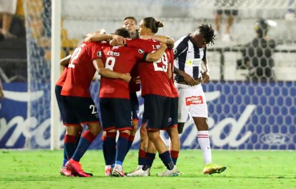 El festejo de los jugadores de Nacional tras el triunfo ante Alianza Lima. Foto: EFE