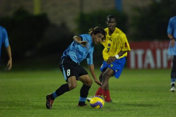 Damián Suárez en uno de los juegos que disputó en el Sudamericano Sub 20. Foto: Archivo El País.