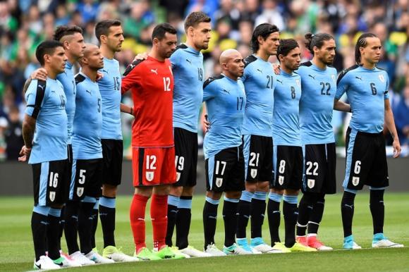 Esteban Conde en el juego entre Uruguay e Irlanda. Foto: Reuters.