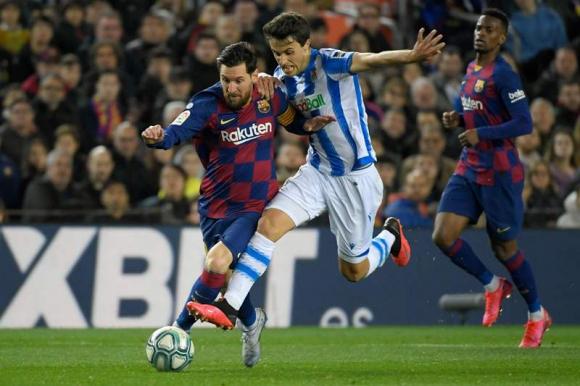 Lionel Messi al ataque en el Barcelona-Real Sociedad. Foto: AFP