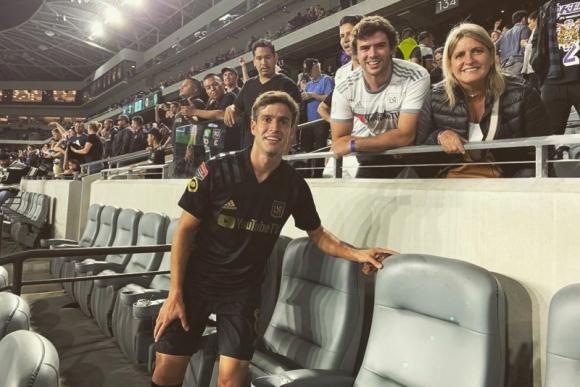 Francisco Ginella junto a su familia en el estadio.
