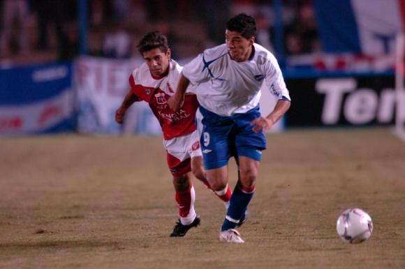 Luis Suárez en un duelo ante Tacuarembo jugando con Nacional. Foto: Archivo El País.