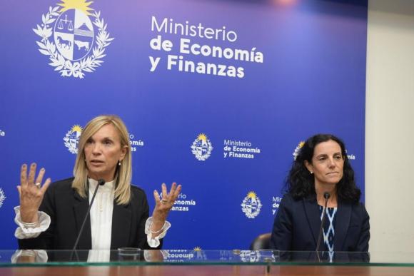 La vicepresidenta Beatriz Argimón y la ministra de Economía, Azucena Arbeleche, en conferencia de prensa. Foto: Marcelo Bonjour