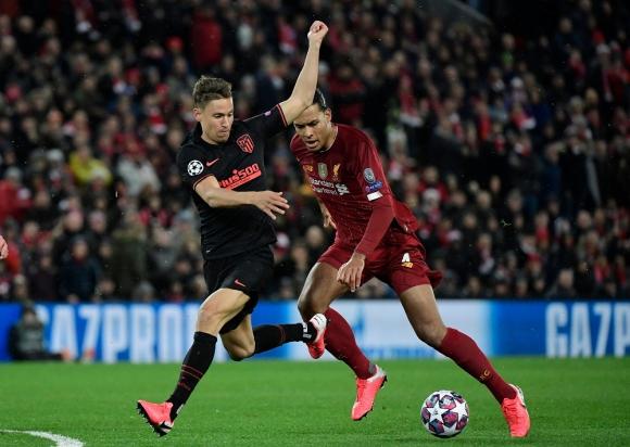 Marcos Llorente y Virgil van Dijk en el Liverpool vs. Atlético de Madrid en Champions