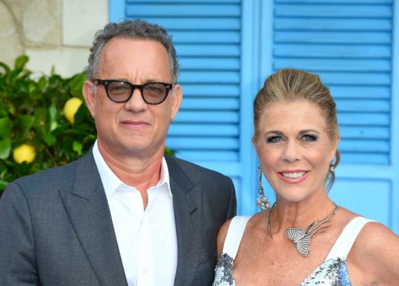 Tom Hanks junto a su esposa Rita Wilson. Foto: AFP