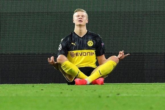 El festejo de Erling Haaland en el duelo de ida en el Borussia Dortmund y PSG.