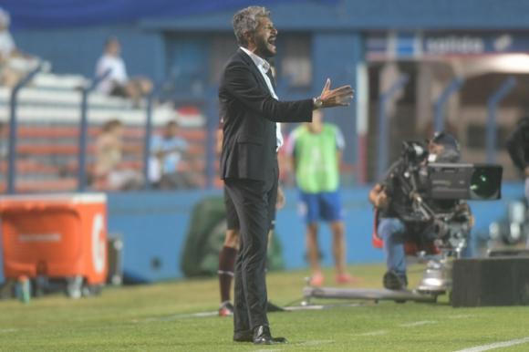 Gustavo Munúa en el juego entre Nacional y Estudiantes de Mérida. Foto: Marcelo Bonjour.