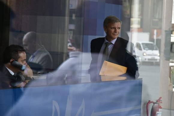 Bauzá ingresa a Torre Ejecutiva para participar de una reunión del Sinae para atender casos de coronavirus en Uruguay. Foto: Fernando Ponzetto