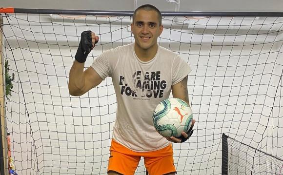 Maximiliano Gómez entrenando en su casa