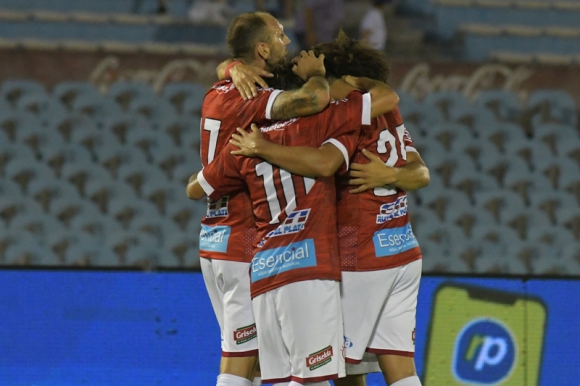 Los jugadores de Rentistas celebran la victoria ante Nacional. Foto: Leonardo Mainé