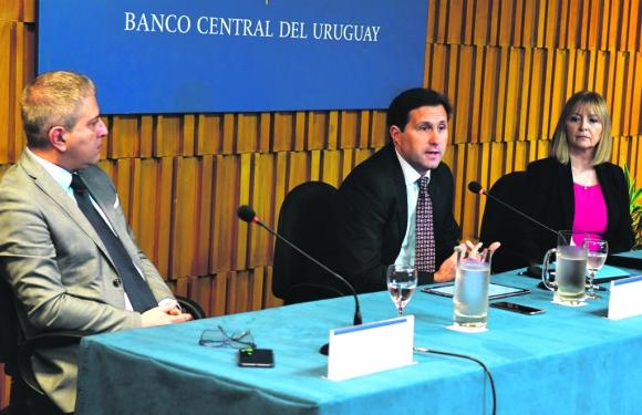 BCU: el nuevo directorio encabezado por Diego Labat explicó la medida para bancos y financieras. Foto: Francisco Flores