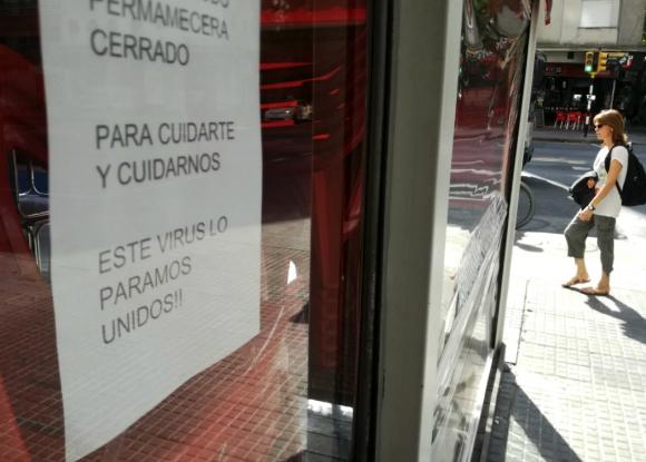 Local anuncia el cierre temporal por la crisis del coronavirus. Foto: Fernando Ponzetto