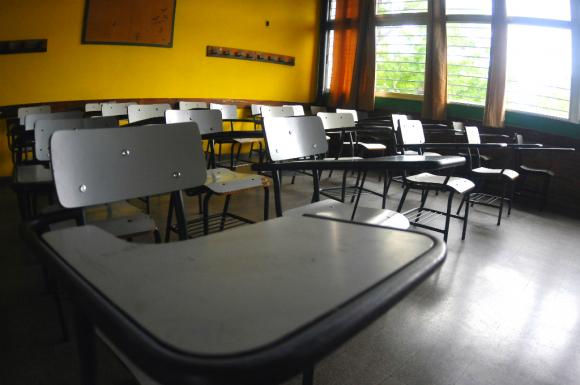 Salón de clases vacío. Foto: Archivo El País
