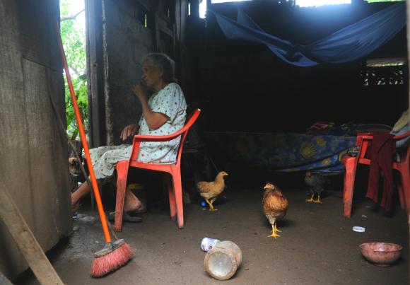 Tanto medido en personas como en hogares, Montevideo es donde hay más pobreza. Foto: AFP