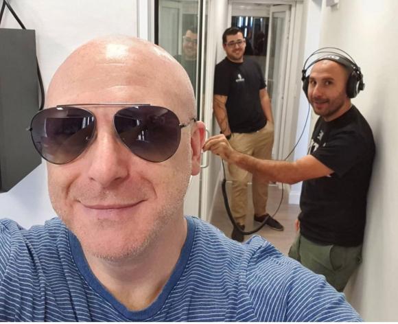 Orlando Petinatti con su equipo de producción