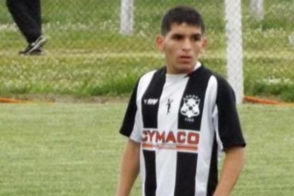 Lucas Torreira con la camiseta de Wanderers.