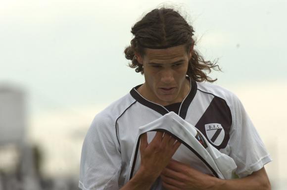 Edinson Cavani con la camiseta de Danubio. Foto: Archivo El País.