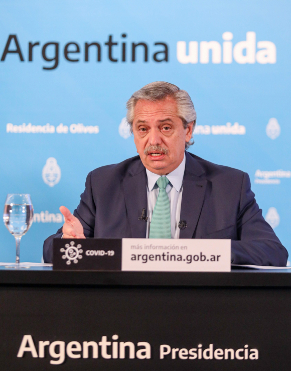 Alberto Fernández, presidente de Argentina, en conferencia de prensa por el nuevo coronavirus. Foto: AFP.