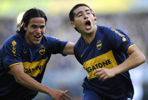 Álvaro González y Juan Román Riquelme.