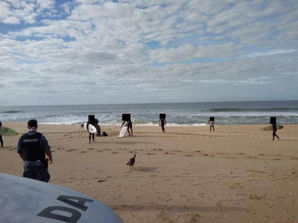 Coronavirus: surfistas multados durante el fin de semana en Rocha. Foto: Armada Nacional.