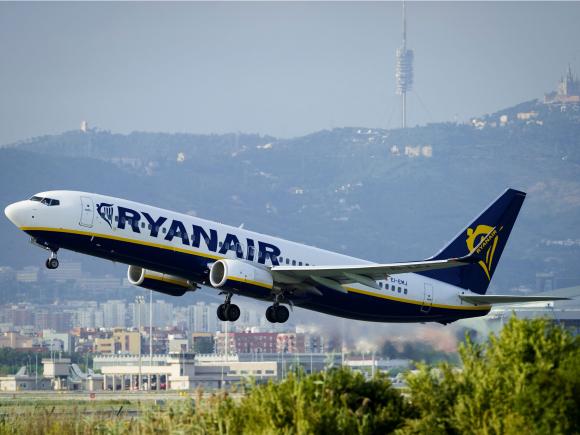 Avión de Ryanair, una aerolínea de bajo costo. Foto: AFP.