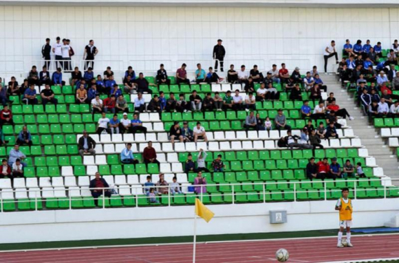El fútbol regresó en Turkmenistán con 500 espectadores